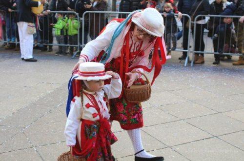 Nastup loparskih maškara na dječjoj karnevalskoj povorci u Rijeci