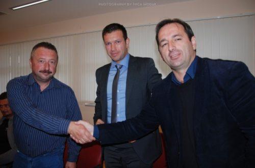 """Svečano potpisan kolektivni ugovor između Općine Lopar, komunalnih društava """"Vrutak"""" i """"Loparko"""" i sindikata"""