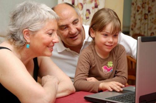 Bake, djedovi i djeca na internetu